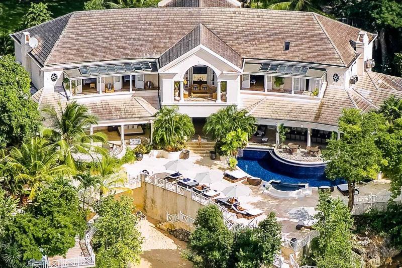 Cove Spring House - Beachfront